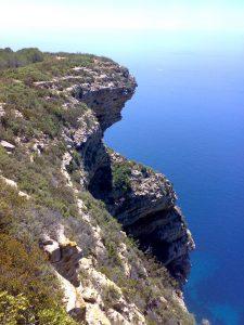 cliffs-1360925-1279x1705