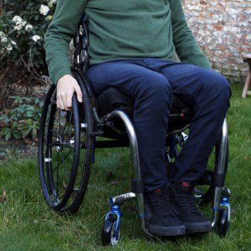 Aangepaste broek voor rolstoelgebruikers
