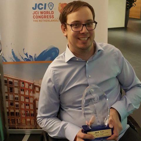 Steven Claeys van Rolmodel en Makt krijgt de award voor TOYP 2017